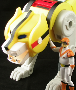 YellowLionThumb 254x300 Mattel Voltron Classics Yellow Lion and Hunk Figure Review