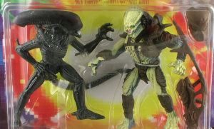 AlienPredatorThumb 300x181 Kenner 1994 Alien vs Predator 2 Pack Figure Review