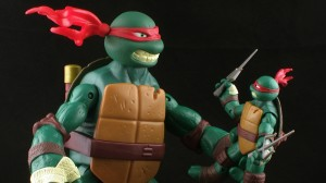 PIC 2605 300x168  Nickelodeon Teenage Mutant Ninja Turtles Battle Shell Raphael Figure Review